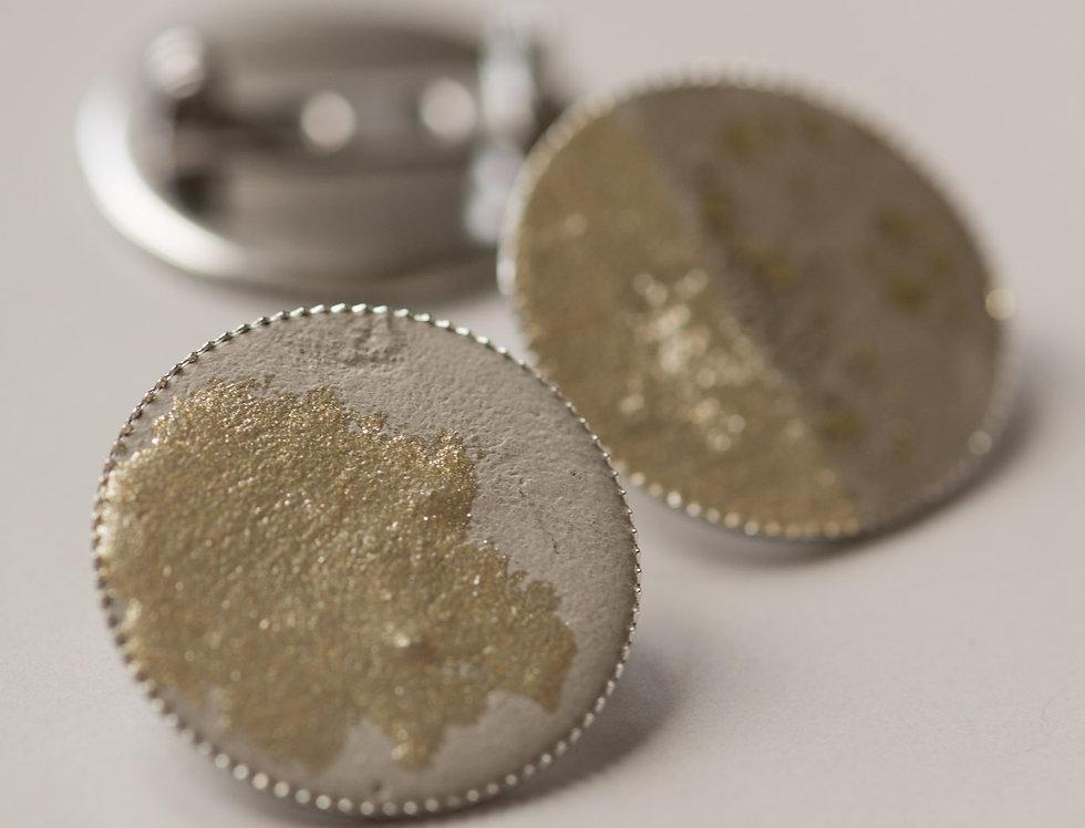silver concrete Brosche