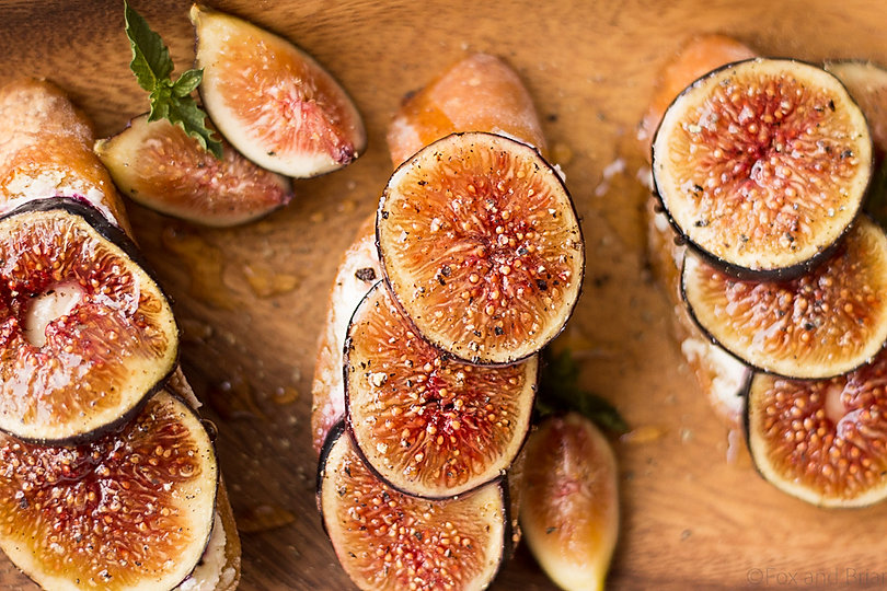 Fig-and-Goat-cheese-crostini-with-honey-
