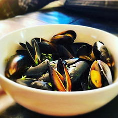 Mussels in Tomato Sause