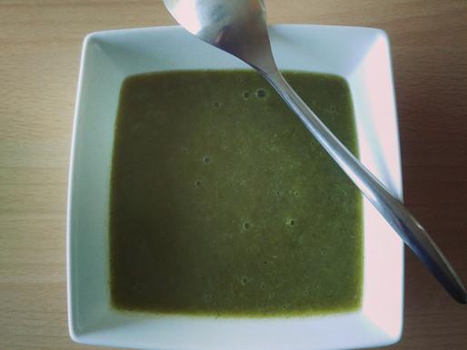 Soupe aux fanes de fenouils et aux courgettes