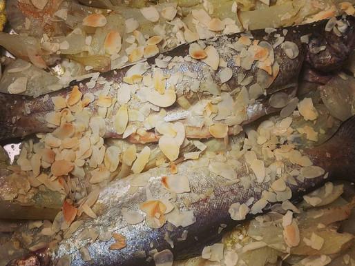 Truites aux fenouils et amandes grillées
