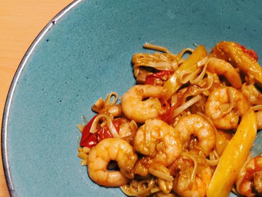 Crevettes aux nouilles chinoises, thé vert, gingembre & combawa