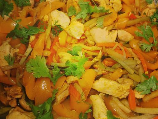Wok de poulet aux légumes émincés