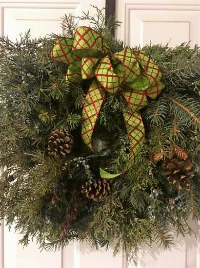 Christmas-Wreath-green-bow_edited.jpg