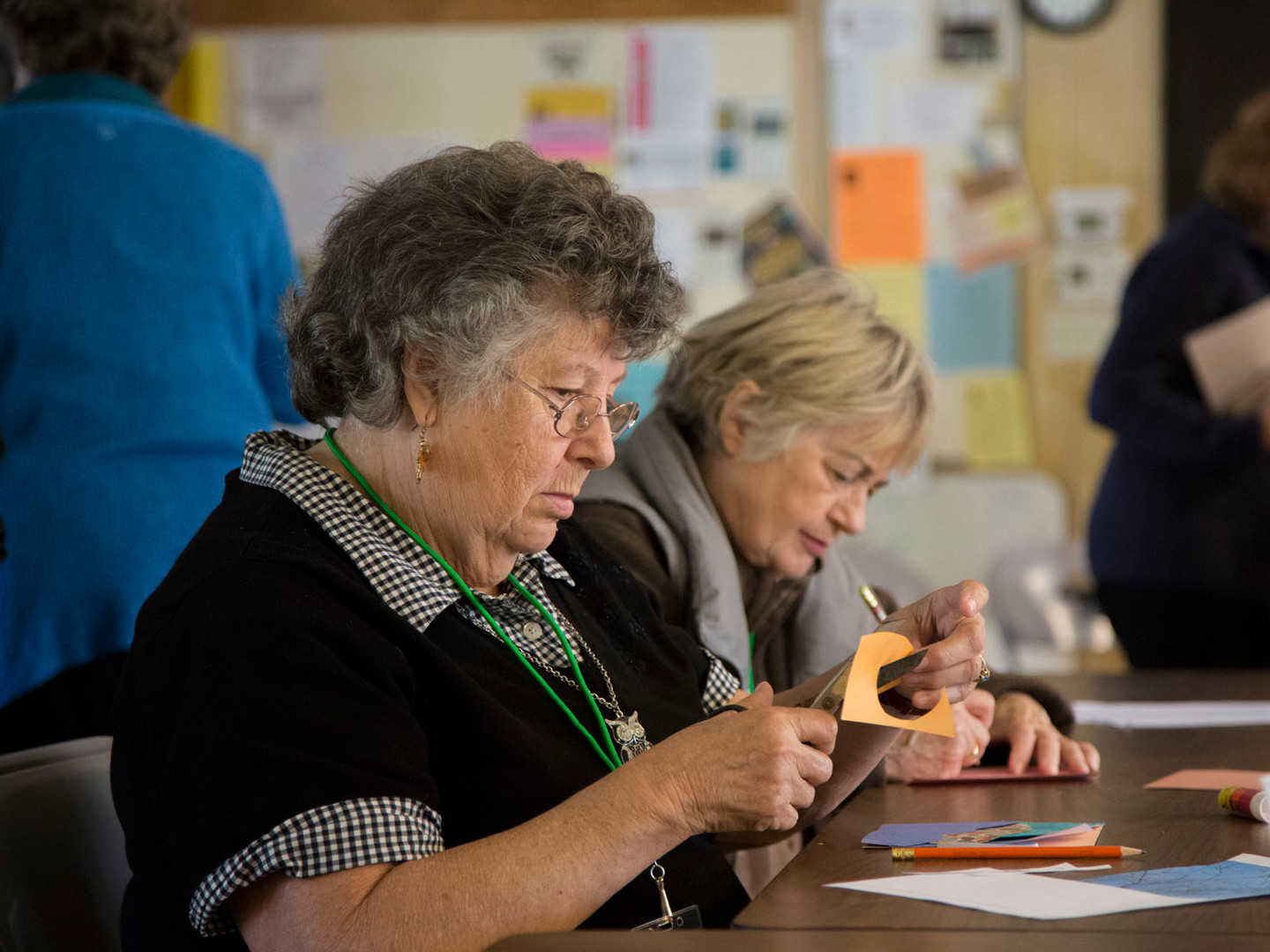 Letha & Susan creating family history quilt-squares
