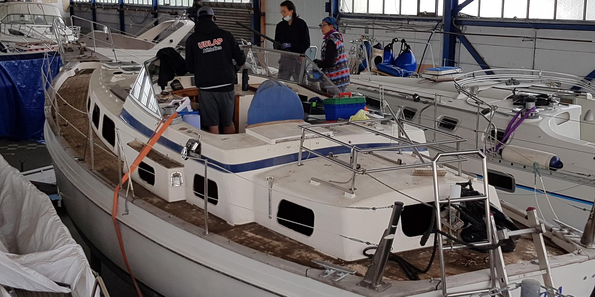 03/20: 1200 Schraublöcher im Deck