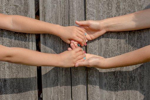 hands-2847512__340