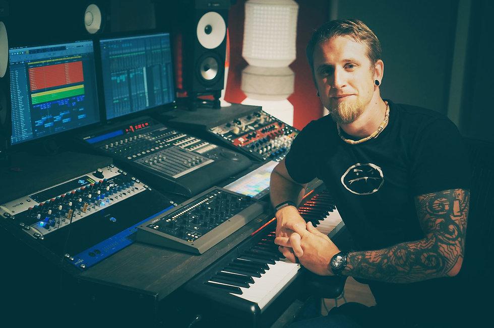 Tom Poole-Kerr, Mixing Studio, Recording Studio