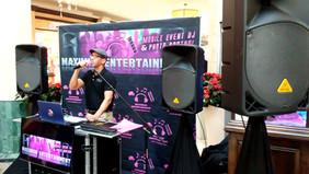Woodland Hills Mall Bilingual DJ