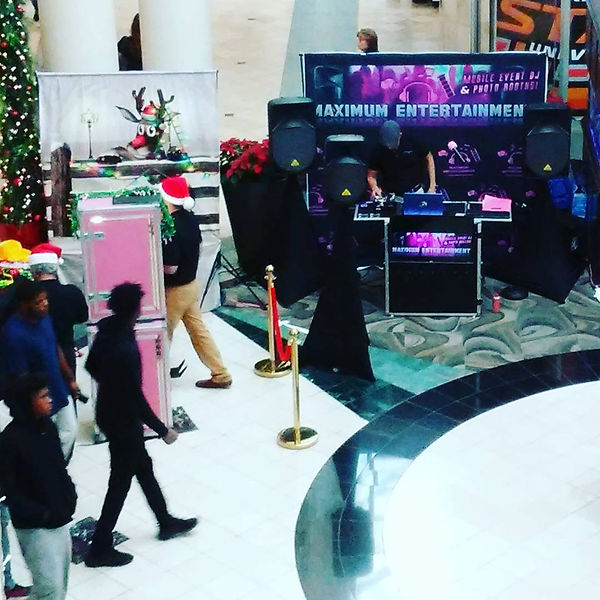 Woodland Hills Mall Black Friday Party
