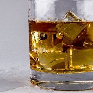 Choose Your Chill: Comparing Whisky Stones, Giant Cubes and Small Ice
