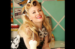 50's style makeup red lips