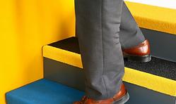 materiales composites para suelos y escaleras antideslizantes