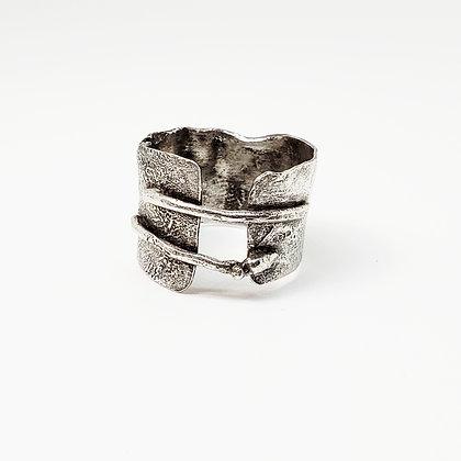 Wrinkled Bar Ring