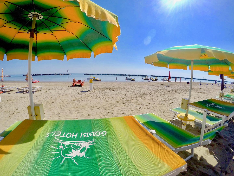 Spiaggia ombrelloni 13.jpeg