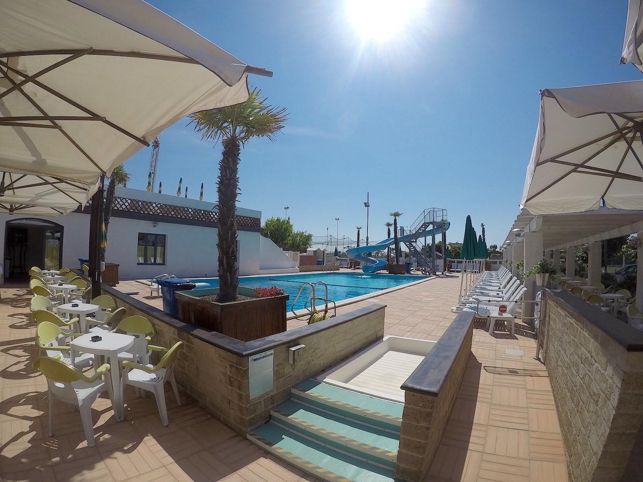 Terrazzo bar piscina Acquapark 2018.jpg