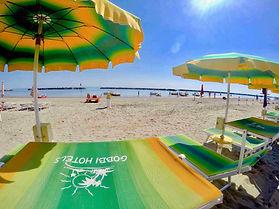 Spiaggia ombrelloni 15.jpg