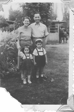 The whole family, Tokaj, 1952