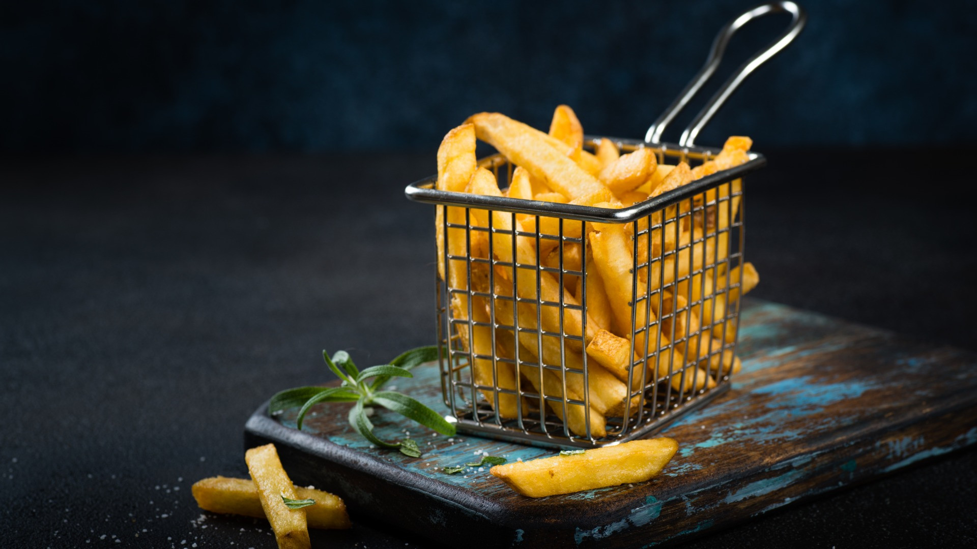 French%20fries%20close%20up%20with%20sal