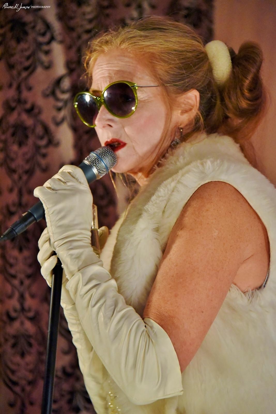 Lisa Moncure Nude Photos 39