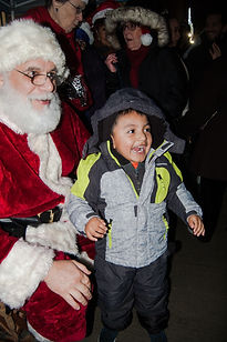 Harlem Tree 2019 19 Santa and excited li