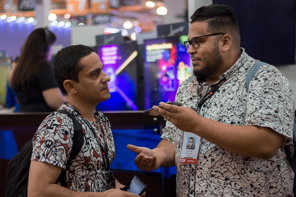 Fred Mascarenhas é o responsável pela dublagem de Claptrap, o robôzinho de Fortnite, além de dublar o Ned, da franquia Homem-Aranha (Foto: Bruno Bragante / Be Geeks)