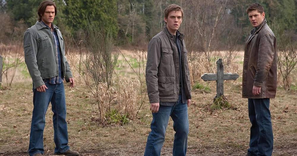 Adam (Jake Abel) era um dos personagens que os fãs mais aguardavam que retornasse à série (Foto: Warner / Divulgação)