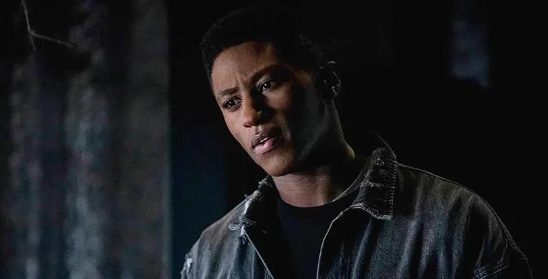 Connor Hawke (Joseph David-Jones) é filho do Tigre de Bronze, porém foi adotado por John Diggle (Imagem: The CW / Divulgação)