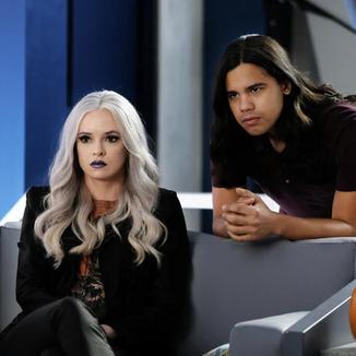 Killer Frost mostra seu novo visual em fotos do episódio de Halloween de The Flash