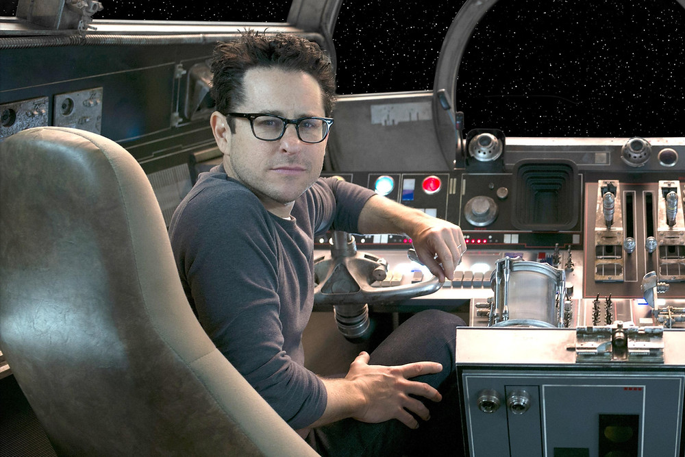 O diretor J.J. Abrams está de volta à franquia Star Wars após O Despertar da Força (Foto: David James / © Lucasfilm 2015)