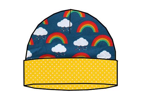 Bonnet de naissance arcs-en-ciel et nuages