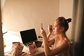 woman-applying-makeup-1523528.jpg