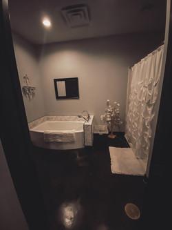 Spa tub & shower room