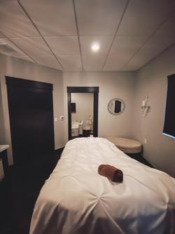 Spa Treatment room & spa tub room
