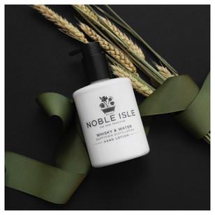 Whisky and water noble isle cosmétique autour de l'orge écossais