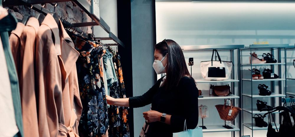 brunette woman shopping mask