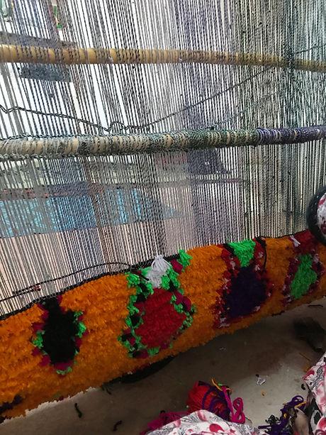 Tissage manuel tapis berbères Maroc.jpg