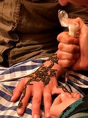 Tatoo berbère henné Maroc.jpg