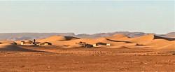 Campements berbères sur les pistes du désert Maroc.jpg