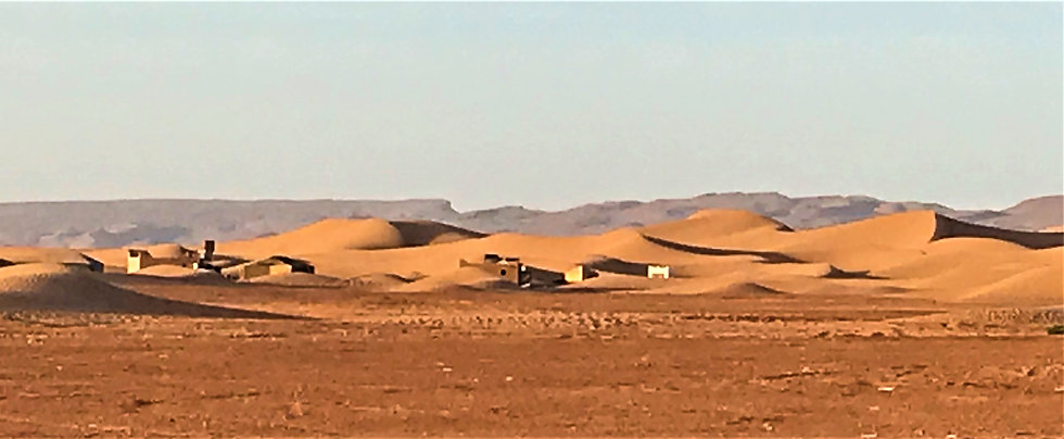Camp berbère désert MHamid Maroc.jpg