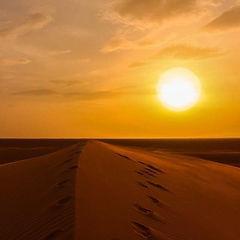 Coucher de soleil Chegaga Maroc.jpg