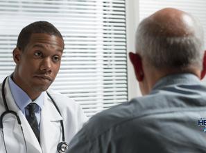 ¿Cómo se relacionan el Parkinson y el riesgo de ACV?