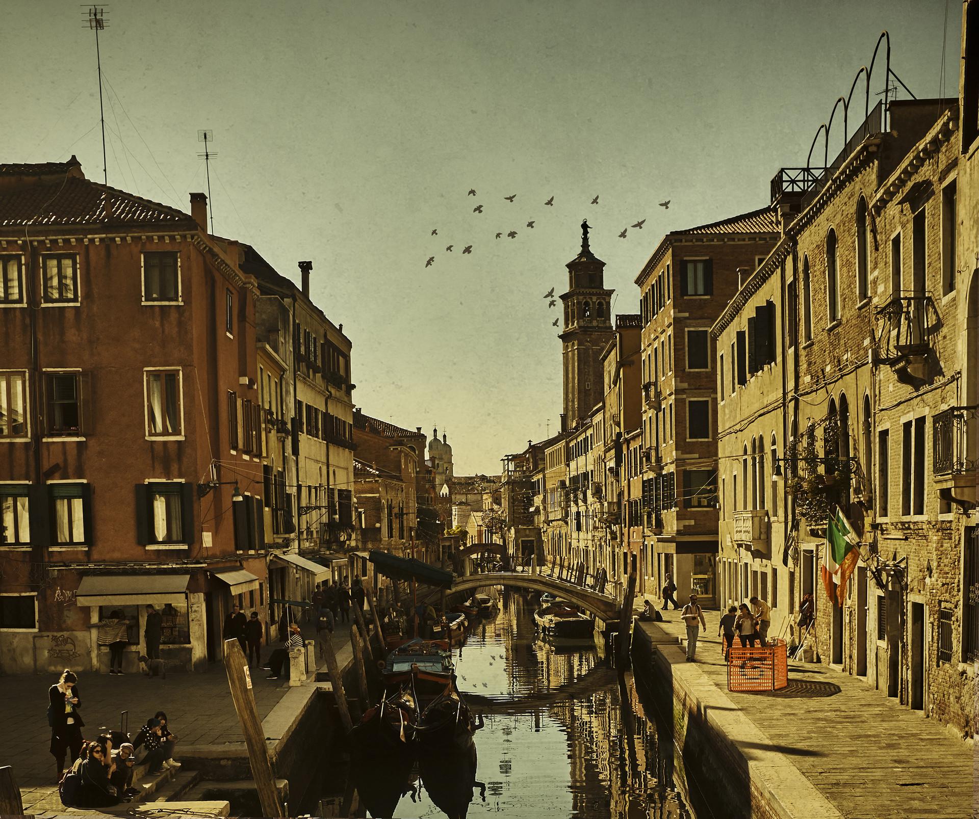 Venitian Canal Life