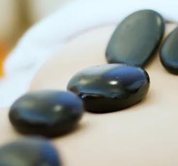 עיסוי אבנים בשילוב עיסוי, קלאסי 75 דקות, מחזיר לכם את הבאלנס לגוף...