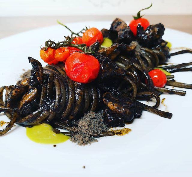 Tagliolini con seppie in umido pomodoro