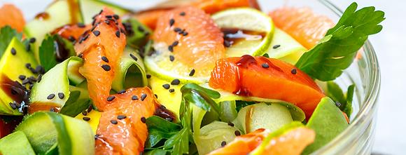 Salade au saumon, agrumes et sésame