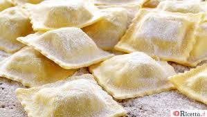 Ravioli avec scampi, beurre, menthe et amaretto