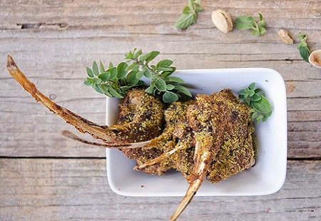 Cotes d'agneau, pistache, avec legumes