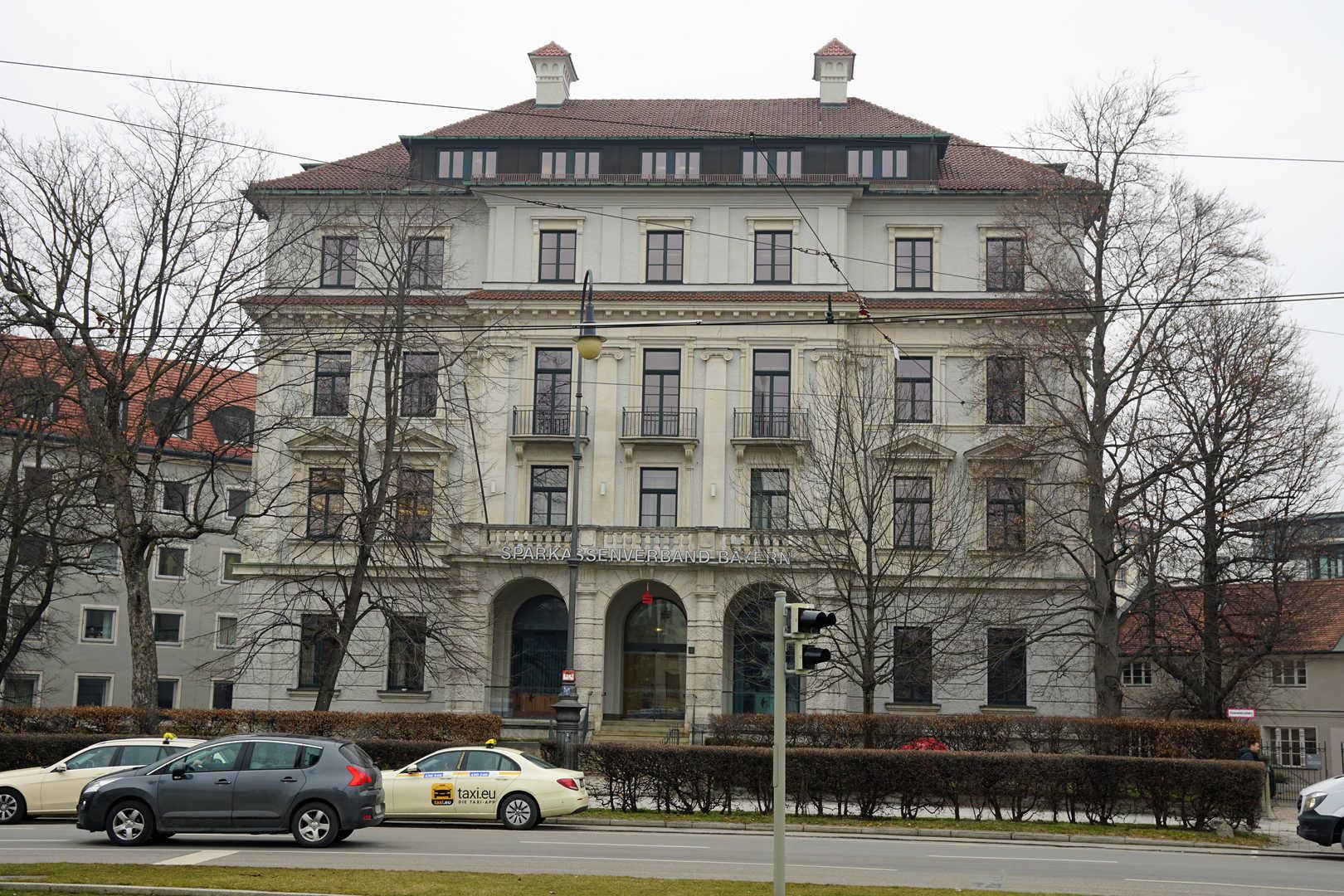 Karolinenplatz - Haus Bruckmann - München - schwarzgold.info