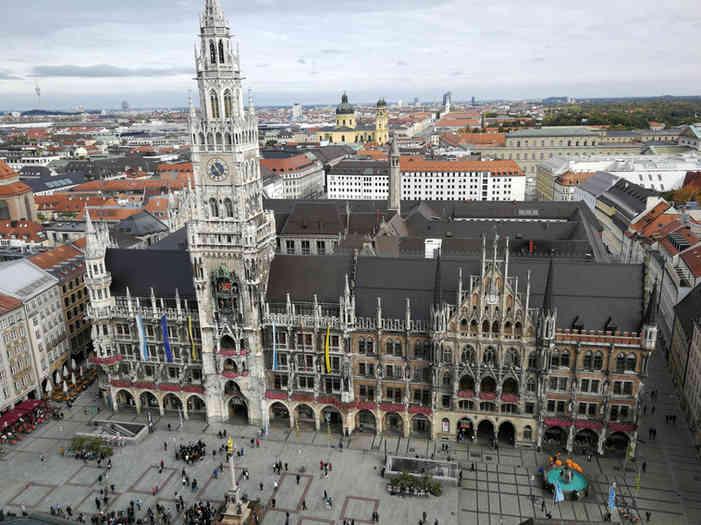 Marienplatz / Neues Rathaus - schwarzgold.info